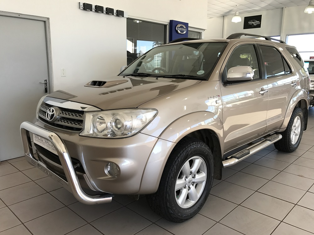 2011-toyota-fortuner-30-d-4d-raised-body-4x2-at