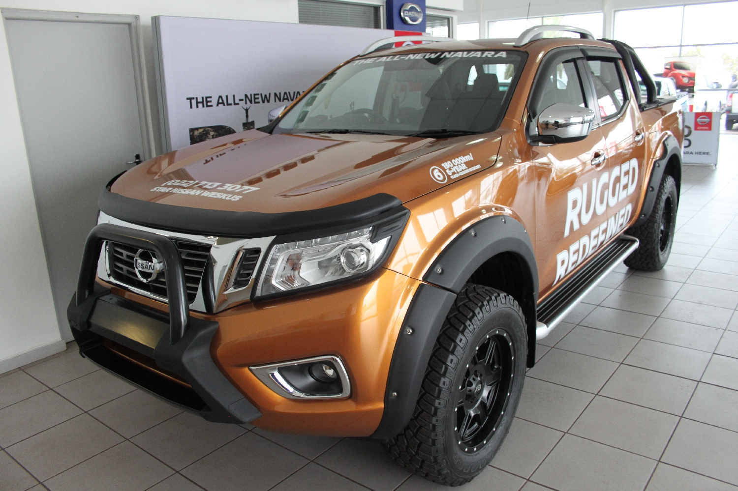 2017-nissan-navara-23-4x4-le-at-with-leather--accessories