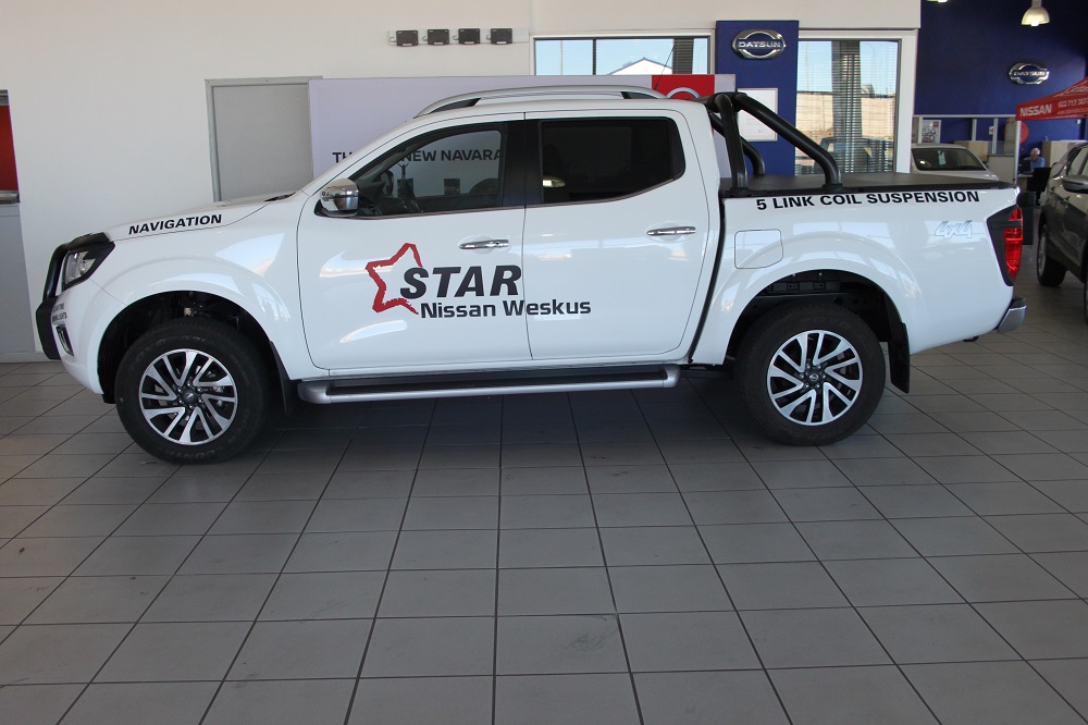 2017-nissan-navara-23-4x4-le-at-with-leather